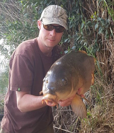 Carp fishing the River Ebro. Jim37lb8ozcarp2
